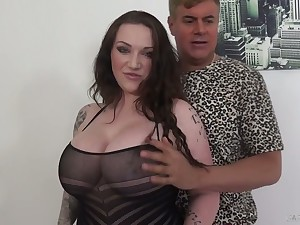 Ample breasted milf Mutual understanding Reigns is having dirty sex surrounding her new lover