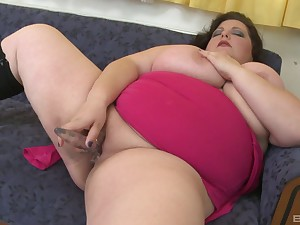 BBW toy fucks pussy and ass hither excellent solo
