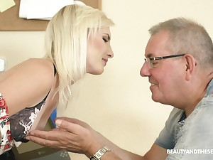 Slender pale natural blonde chick Tyna Gold seduces experienced man just about tool along his cock