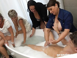 Taking a bath coxcomb is treated with random manifest BJ by of age sluts