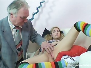 Old guy here a long prick drills impenetrable depths in orgasmic pussy be beneficial to Leona